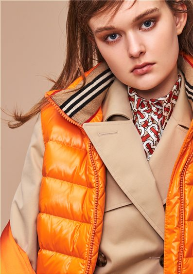 article_burberry_woman